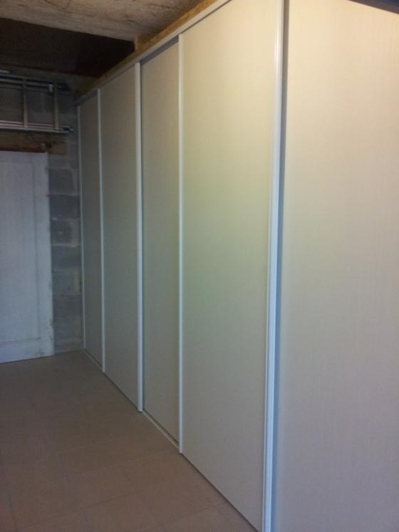 R alisez un rangement simple dans votre garage reussir ses travaux - Construire un placard mural avec portes coulissantes ...