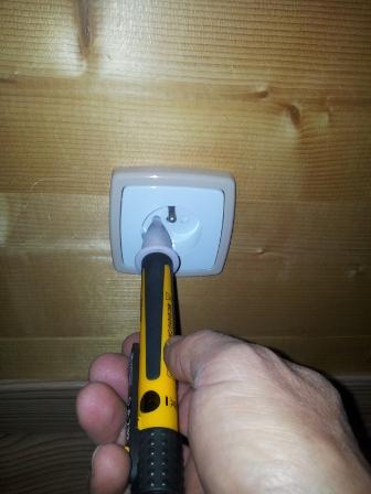 comment se servir d un tournevis testeur balai vapeur leger et efficace. Black Bedroom Furniture Sets. Home Design Ideas