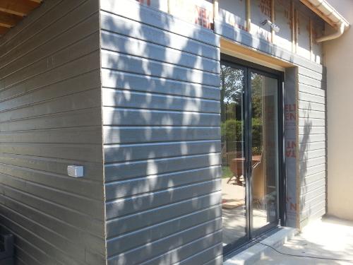 bardage bois r ussisez l 39 encadrement d 39 une ouverture reussir ses travaux. Black Bedroom Furniture Sets. Home Design Ideas