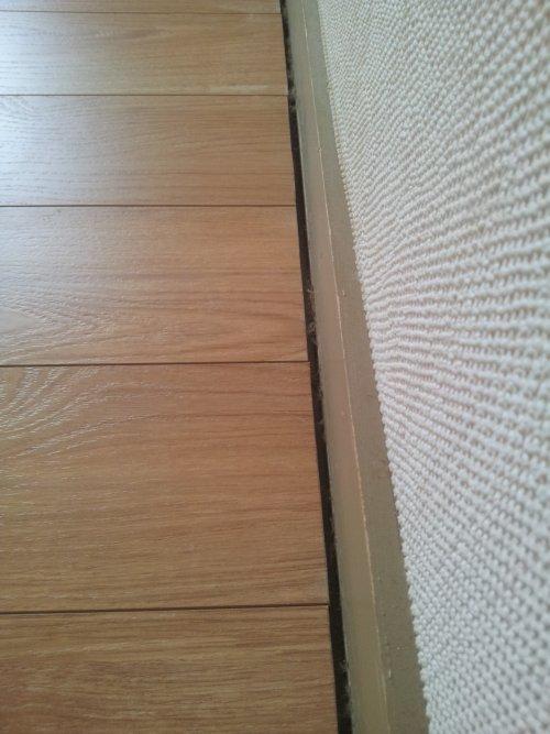 comment poser un parquet flottant partie 1 2 reussir ses travaux. Black Bedroom Furniture Sets. Home Design Ideas